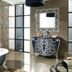 Szafka umywalkowa z kolekcja Nouveau marki Gama Decor inspirowana francuskim gotykiem w nowoczesnym wydaniu w eleganckiej czerni. Fot. Gama Decor.
