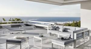 Subtelna biel budynków, jasny piasek plaż i błękit oceanu. Przedstawiamy meble ogrodowe inspirowane portugalskim klimatem i architekturą.