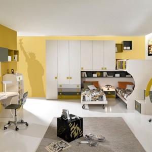 Pokój z łóżkiem piętrowym przystosowany do trójki rodzeństwa. Fot. Giessegi.