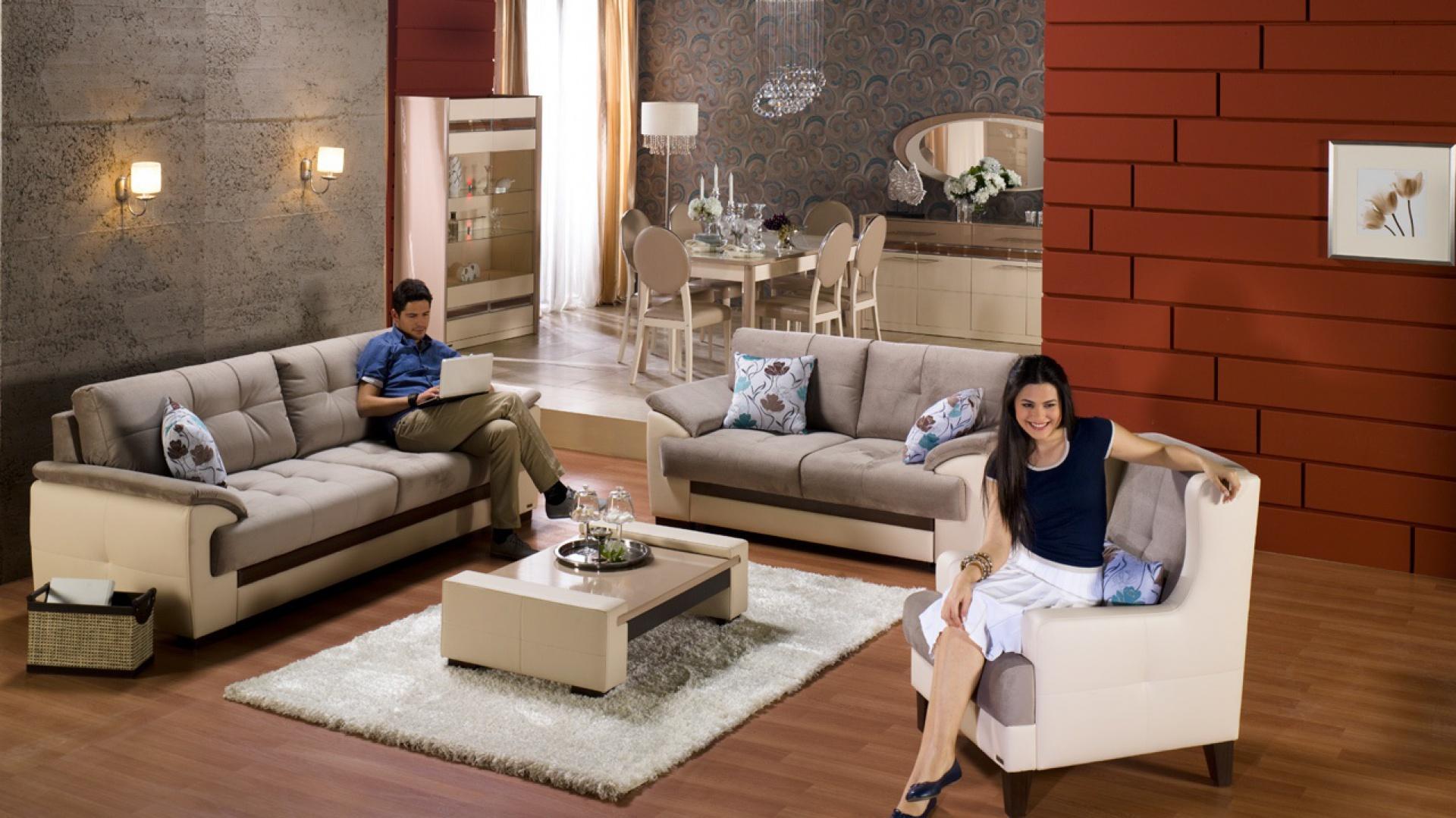 Trzy siedziska różnych wielkości w jednym pomieszczeniu: duża kanapa, dwuosobowa sofa oraz fotel. Fot. Istikbal.
