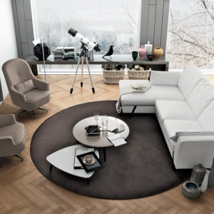 Fotele można ustawić w pewnym odstępie, naprzeciwko sofy. Fot. Colombini Casa.