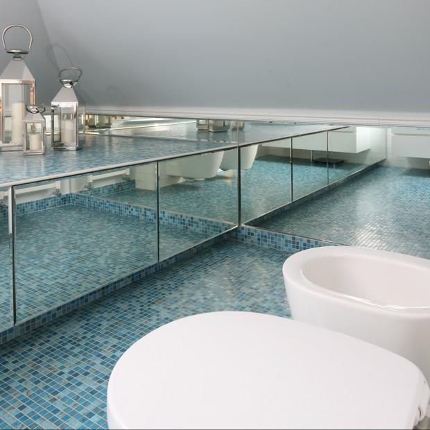Turkus w łazience. Zobacz wnętrze inspirowane głębią oceanu
