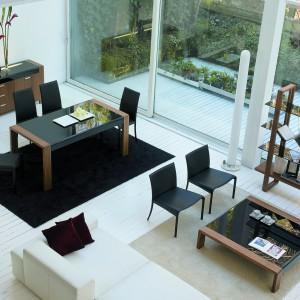 Krzesła z serii Party marki Antonello pasują do tradycyjnego stołu, jak i niskiego stolika kawowego. Fot. Ebano Design.