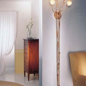 Lampa ścienna przypominająca bukiet kwiatów. Kolekcja Floreale. Fot. Possoni.