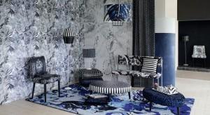 Marka Christian Lacroix znana i ceniona jest na całym świecie. Dynamiczne projekty zaskakują połączeniem kolorów, deseni i form tworząc unikatowy styl pochodzący po części z baroku i ze świata teatru.