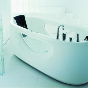 Wanna Pulsar z akrylu sanitarnego podwójnie oszklona opcjonalnie z hydromasażem. Fot. Victory Spa.