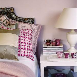 Delikatna ściana utrzymana w kolorze pudrowego różu. Fot. Benjamin Moore.