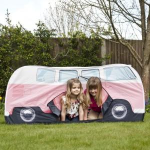 W namiocie może bawić się kilkoro dzieci. Fot. The Monster Factory.