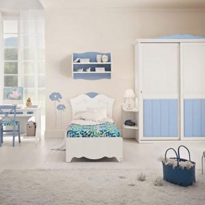 Biel i błękit to uniwersalny duet do pokoju chłopca i dziewczynki. Fot. Pentamobili.
