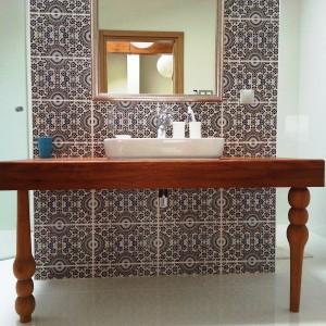 Kafle cementowe z oferty sklepu internetowego Kolory Maroka z typowym dla stylu marokańskiego wzorem. Fot. Kolory Maroka.