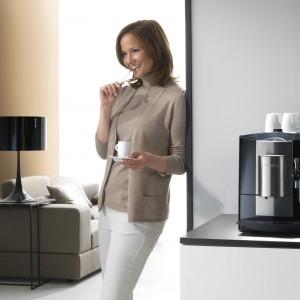 Ekspres do kawy CM 6300. Posiada młynek stożkowy, który pozwala zachować niezwykły aromat kawy. Pozwala na przygotowanie napoju z kawy mielonej. Możliwość ustawienia stopnia zmielenia oraz ilości kawy. 5.990 zł, Miele.