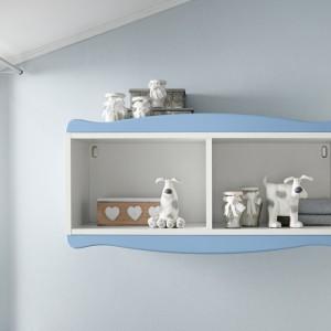 Półka z przegródką to miejsce na drobne zabawki i dekoracje. Fot. Colombini Casa.