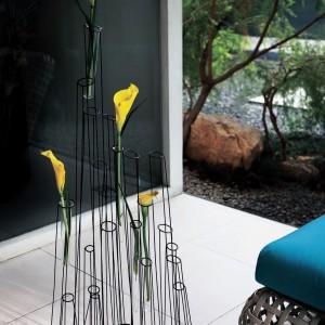 Ażurowy stojak na kwiaty Crokkis. Fot. Hive.
