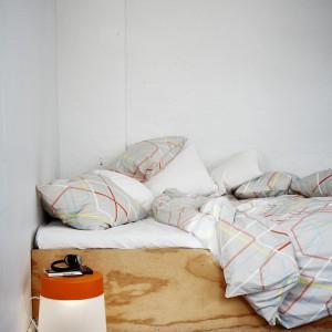 Komplet pościeli z najnowszej kolekcji IKEA PS. Mieszanka lyocellu i bawełny wchłania i odprowadza wilgoć, zapewniając komfort podczas snu. Projekt: Margrethe Odgaard. Fot. Ikea.