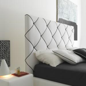 Łóżko Dubai w stylu glamour. Ozdobne biało-czarne pikowania podkreślają wysoki kształt.Fot. Bolzan.