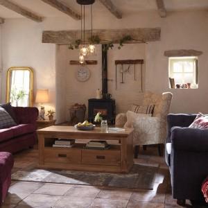Dekoracje z drewna sprawiają, że wnętrze zyskuje wyjątkowy charakter. Fot. Littlewoods.