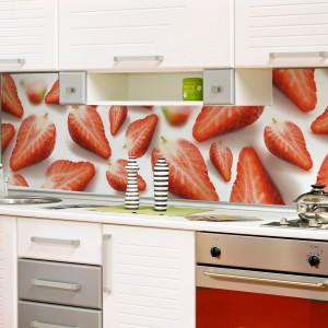 Dojrzałe truskawki nie tylko pysznie smakują. Pięknie zaprezentują się również na ścianie nad kuchennym blatem. 200 zł/m², Artofwall.