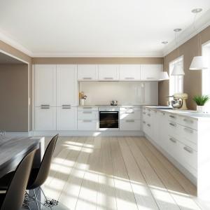 Meble z kolekcjo Kvadrat Hvid firmy Svane to prostota i minimalizm w najlepszym wydaniu. Klasyczna biel frontów podkreślona została mocnymi liniami frezów.