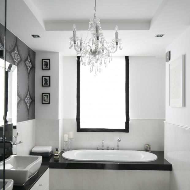 Nowoczesna biała łazienka. Zobacz, jak ją urządzić