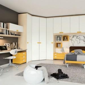 Strefę przechowywania tworzy szafa narożna oraz szafki wiszące. Fot. Colombini Casa.