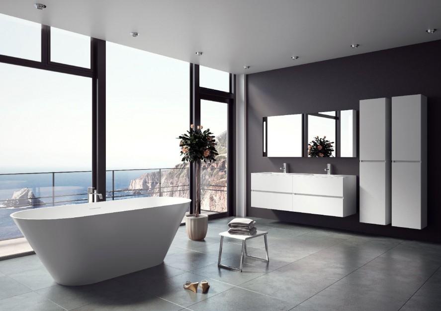 """Wolnostojąca wanna Barcelona (170x70cm), wyprodukowana z materiału o nazwie solid surface, będzie niewątpliwie dumą i ozdobą każdego salonu kąpielowego. Materiał ten jest niezwykle przyjemny i """"ciepły"""" w dotyku, a jego ultramatowe wykończenie gwarantuje niesamowite wrażenia wizualne. Łagodny spadek ścian pod plecy zapewnia wysoki komfort użytkowania. Wanna nagrodzona zaszczytnym tytułem Dobry Design 2013. Fot. Riho."""
