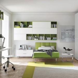 Harmonijne połączenie bieli z zielenią w pokoju nastolatki. Fot. Tomasella.