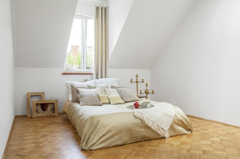 Jasna przestronna sypialnia na poddaszu zobacz 12 - Habitaciones low cost ...