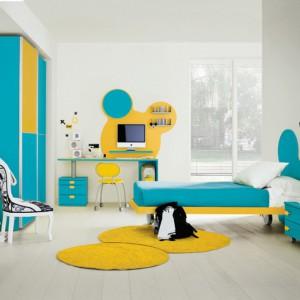 Pokój dziewczynki bez grama różu, tylko biel, błękit i żółć. Fot. Colombini Casa.