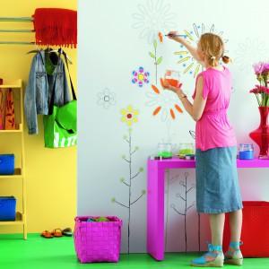 Samodzielne wykonanie malunków na ścianie gwarantuje, że ściana w pokoju dziecka będzie wyglądać niepowtarzalnie. Fot. Dekoral.