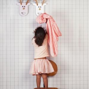 Dekoracyjny wieszak może być ciekawą ozdobą ściany. Wieszak marki JIP. Fot. Presenttime.