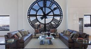 Propozycja dla tych, którzy szukają naprawdę nietuzinkowego wnętrza. Oryginalna wieża zegarowa w Nowym Jorku, zamieniona w luksusowe mieszkanie została ostatnio wystawiona na sprzedaż. Zobacz apartament jedyny w swoim rodzaju!