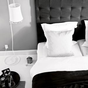 Ciepłe, miękkie tkaniny to niezbędne wyposażenie jesiennych sypialni. Fot. Tine K Home.