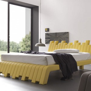 Model łóżka o nazwie: CU.BED zaprojektowany przez F.Paduano intryguje dynamiczną formą. Fot. Bolzan Letti.