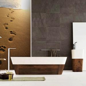 Fototapeta lateksowa z motywem śladów stóp na piasku. Wymiar maksymalny 451x299 cm, 79 zł / m2. Picassi.pl