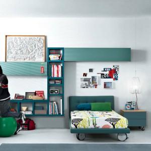 Kolorowe meble włoskiej marki GAB znakomicie sprawdzą się w pokoju rozpoczynającego naukę chłopca. Fot. GAB.