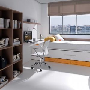 Łóżko ze sprytnymi szufladami może pełnić w niewielkim pokoju funkcję szafy. Fot. Circulo Muebles.