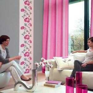 Zasłony w kolorze pastelowego różu z kolekcji Illustration marki Casadeco spektakularnie ożywią salon. Fot. Casadeco.
