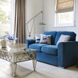 Ażurowy stolik kawowy marki Furniture Village jest nie tylko praktyczny, ale też pełni rolę efektownej dekoracji salonu. Fot. Furniture Village.