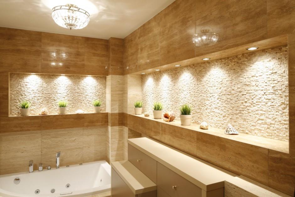 Właściciele zawsze marzyli o łazience w stonowanej kolorystyce przeznaczonej głównie do relaksu. Projekt Jolanta Kwilman. Fot. Bartosz Jarosz.