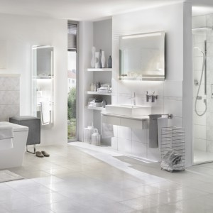 Wanna i brodzik z oferty marki Kaldewei łączą proste, lecz bardzo eleganckie wzornictwo z najnowszymi trendami w aranżacji łazienek. Fot. Kaldewei.