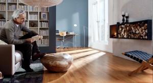 Drewniane podłogi są szlachetne, piękne i naturalnie eleganckie. A piękny wizerunek słojów efektownie wzbogaci wystrój każdego wnętrza: zarówno nowoczesnego jak i w klasycznym stylu.
