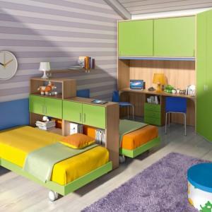 Żółta pościel w prosty sposób odmieni część sypialną wnętrza. Fot. Colombini Casa.