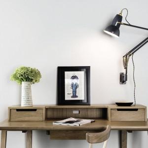 Model lampy biurowej mocowanej do ściany. Fot. Anglepoise.