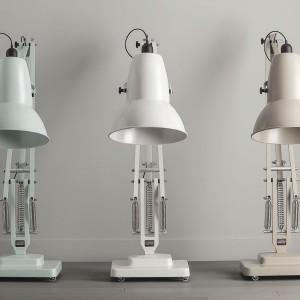 Lampy w trzech jasnych odcieniach z kolekcji Giant 1227. Fot. Anglepoise.