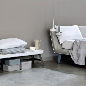 Płynne połączenie podstawy łóżka z zagłówkiem tworzy wyjątkowo komfortowy mebel. Fot. Letti & Co.