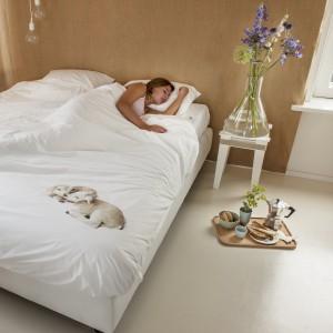 Pościel z nadrukiem śpiących owieczek. Fot. Snurk.