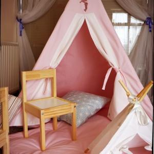 W namiocie można też urządzić wygodne posłanie. Fot. Myweeteepee.