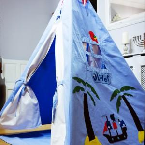 Chcąc mieć dzieci na oku rozstawmy namiot w salonie. Fot. Myweeteepee.