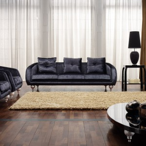 Elegancka sofa i fotele na dekoracyjnych nogach marki Atmosphera. Fot. Ebano Design.