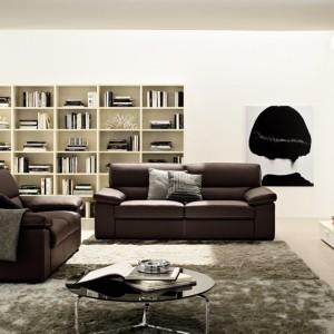 Brązowa sofa wygląda dobrze praktycznie w każdym wnętrzu. Fot. Colombini Casa.